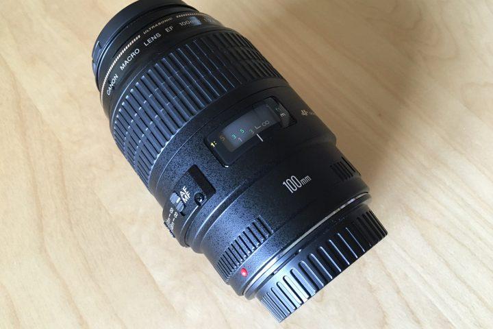 Prodám objektiv Canon EF 100mm f/2,8 Macro USM